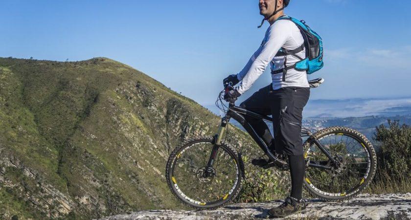 Jazda na rowerze wspomaga pracę mózgu, basen wzmacnia kręgosłup.